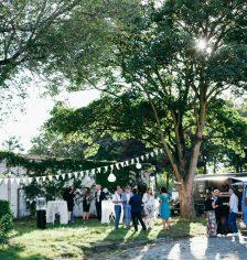 Huwelijksceremonie aan stadhuis of kerk